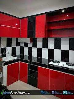 inspirasi kitchenset warna merah