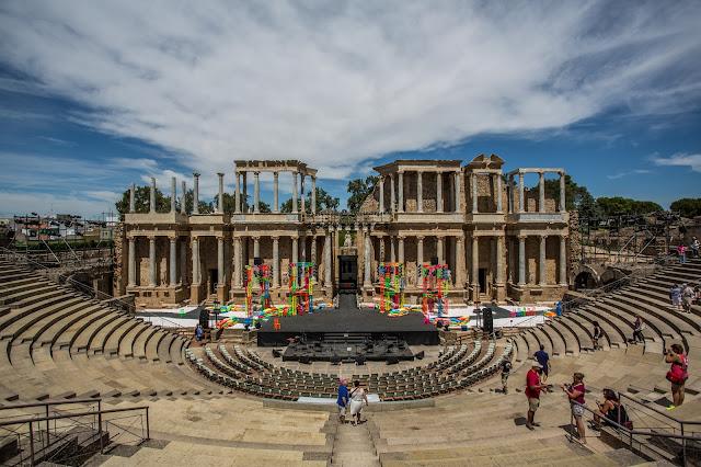 Teatro de Merida, desde el vomitorio :: Canon EOS5D MkIII | ISO100 | Canon 17-40@17mm | f/7.1 | 1/400s