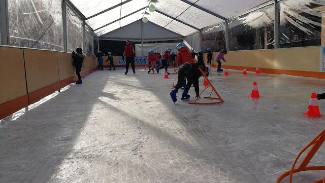Patina gratis en la pista de hielo de Villa de Vallecas esta Navidad