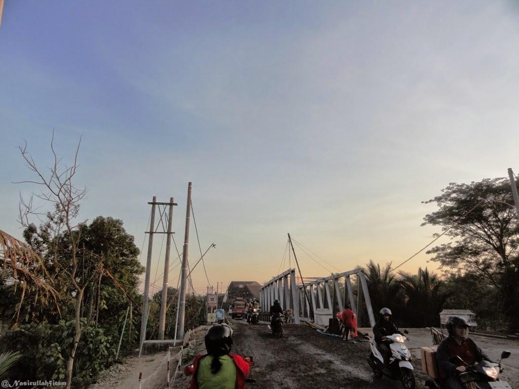 Perbaikan jalan dijembatan Sinanggul, Jepara