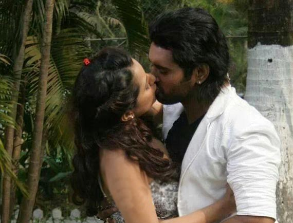 Rakhi Tripathi Kissing with Yash Kumar Mishra