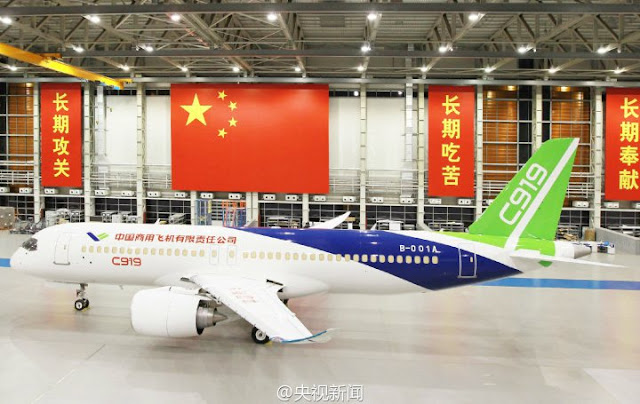 Image Attribute : C919 in the rolling out ceremony in November 2015 / Source: Sinodefence.com