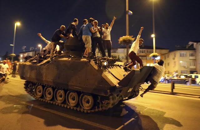 Ποιος «λαός» κατέβηκε στους δρόμους της Τουρκίας;
