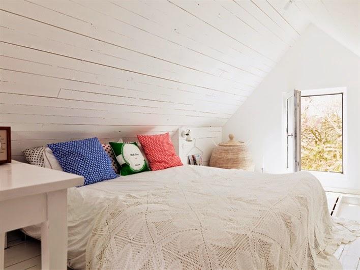 Una casa nórdica junto al lago chicanddeco
