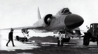Un Tu-128 mostra i suoi missili R-4