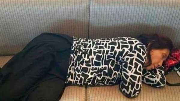 Menteri Kelautan Susi Pudjiatuti tidur di Bandara