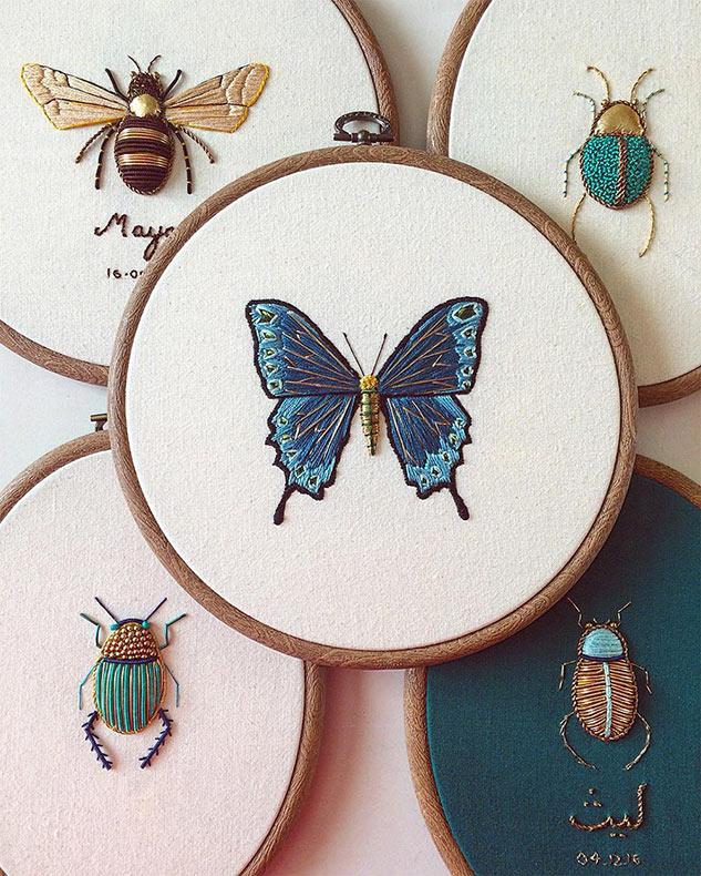 Bordados de insectos adornados incorporar materiales antiguos y cuentas metálicas