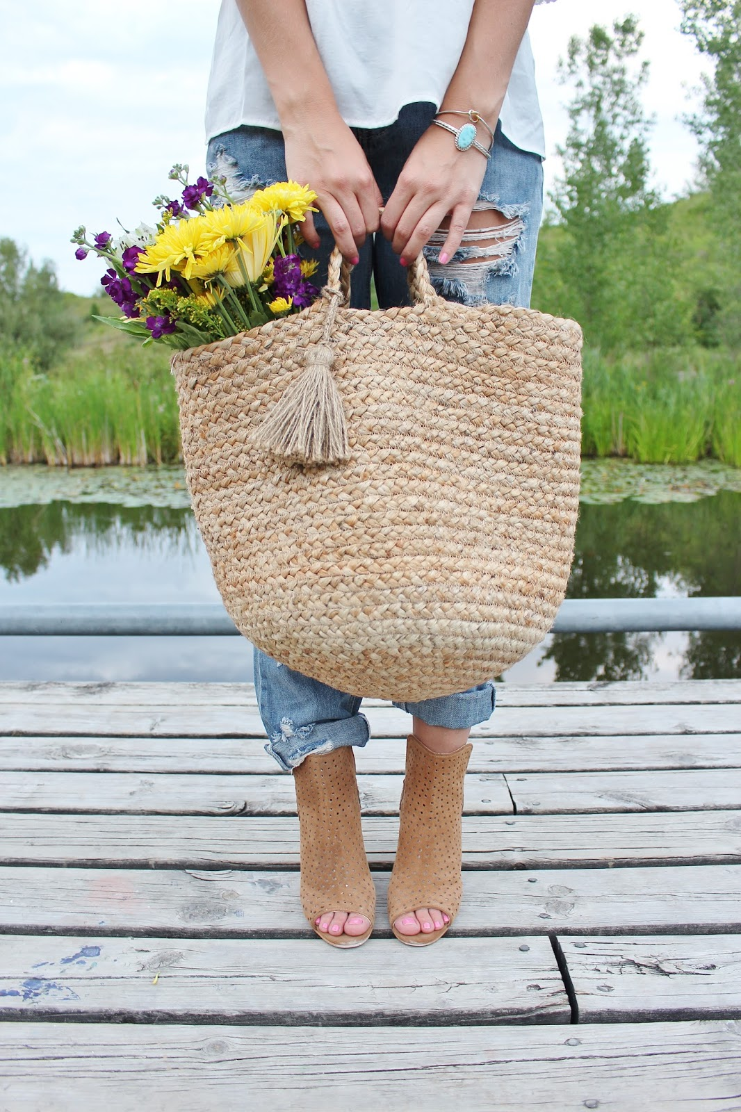bijuleni-wicker basket with flowers