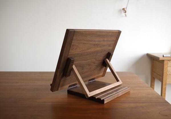 ウォルナット無垢の木の書見台背面