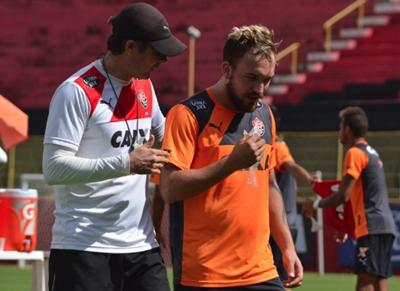 Vitória negocia com Cruzeiro