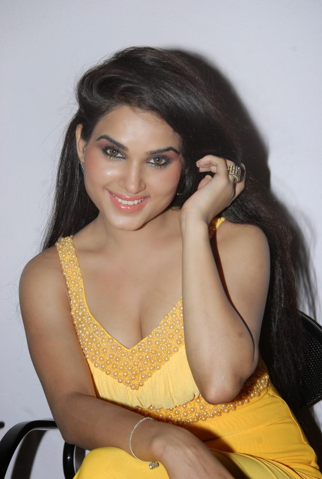Kavya Singh lips, Kavya Singh smile, Kavya Singh bio, Kavya Singh profile