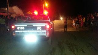Popular é alvejado com vários tiros e morre dentro do próprio veículo no interior da Paraíba