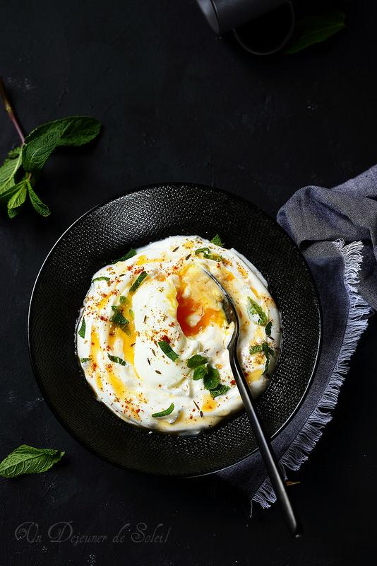Cilbir, oeufs pochés au yaourt à la turque