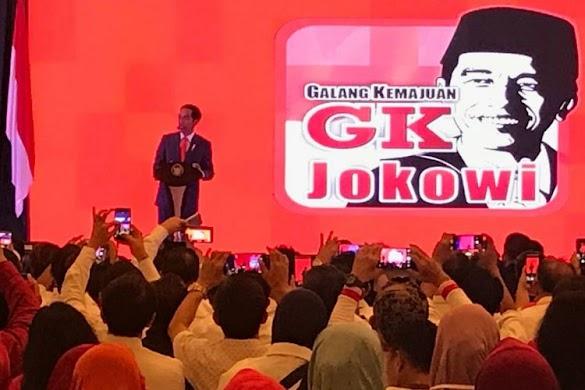 Jokowi Minta Relawan Kerahkan 'Tenaga Dalam'