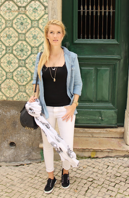 TheBlondeLion Lisbon Lisboa Look Travel Outfit Info on http://www.theblondelion.com/2015/05/travel-denim-shirt-in-lisbon-streets.html