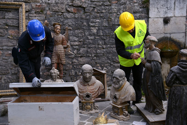 Art 'blue helmets' rescue Italy's treasures from rubble
