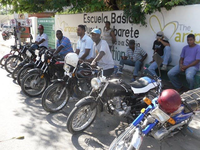 Motoconchistas se quejan de trato desconsiderado de PN; MPT respalda denuncia de trabajadores del motoconcho