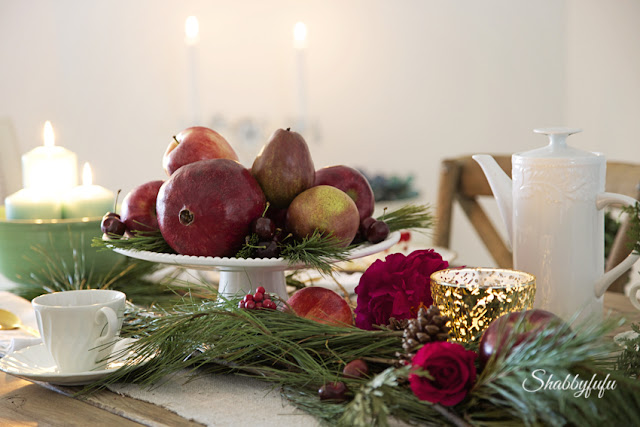 elegant table settings for christmas entertaining/shabbyfufublog.com