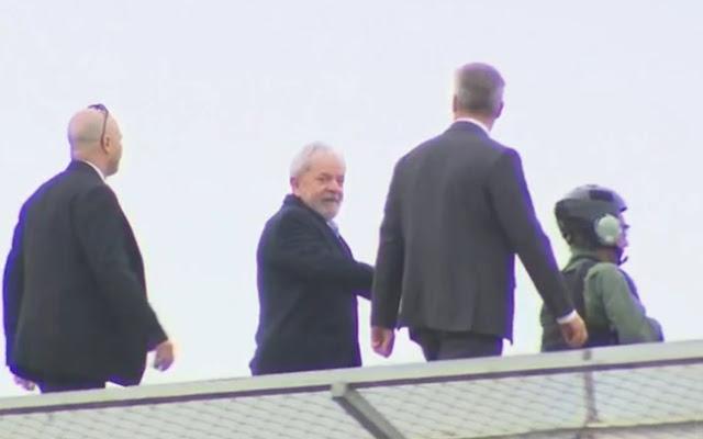 Lula deixa carceragem da PF em Curitiba para ir ao velório do neto (Reprodução/Globo News)