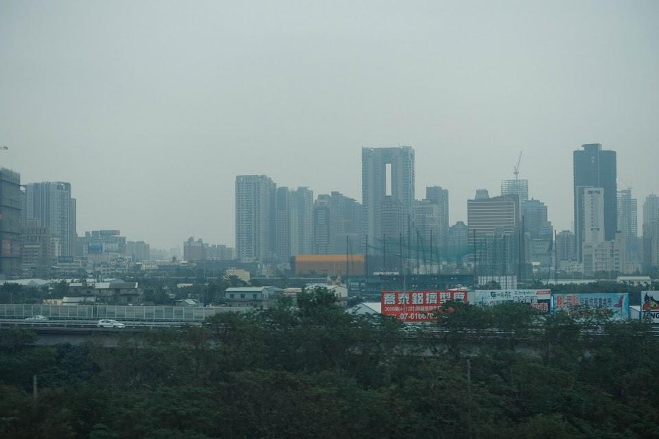 台湾高速鉄道(Taiwan High Speed Rail)の車窓から