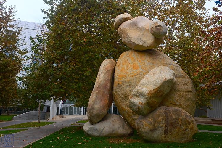 Le Chameau Bleu - Oeuvre de Tim Hawkinson Bear à l'Université de San Diego Californie