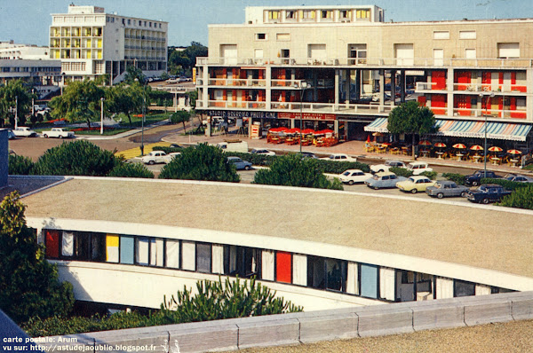 Royan - Le casino municipal  Architectes: Claude Ferret, Pierre Marmouget, Adrien Courtois et Pierre Bonpaix.  Construction: 1956 - 1960, ouvert en 1960.  Destruction: 1985