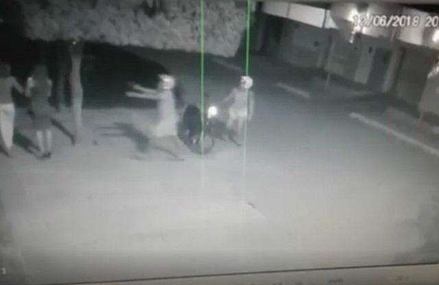 Câmeras flagram casal assaltando mulher no bairro Novo Horizonte, em Patos