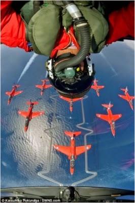 . Selfie extreme saat melakukan aksi di jet