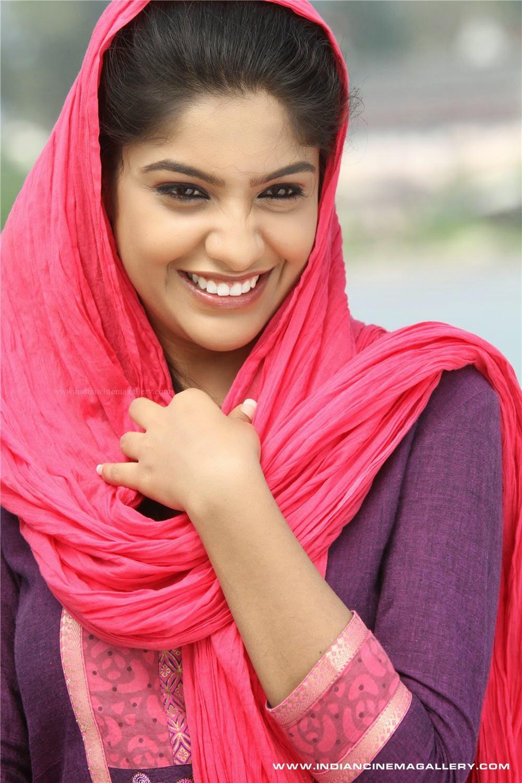 INDIAN FILM ACTRESS: NEW MALAYALAM BEAUTIFUL ACTRESS