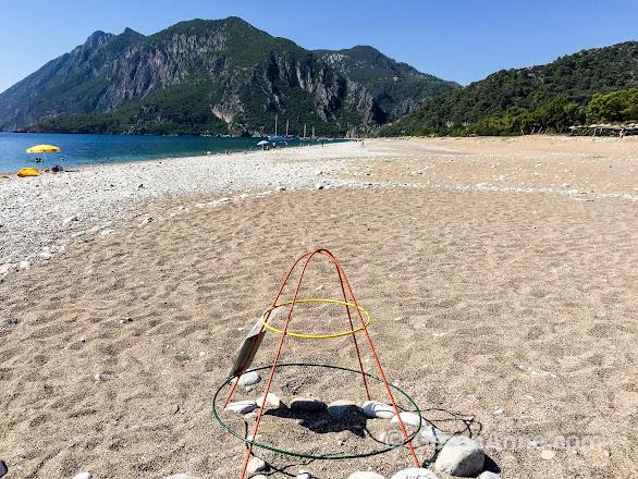 Çıralı sahilinde kuma gömülü Caretta Caretta yumurtalarını koruyan kafes