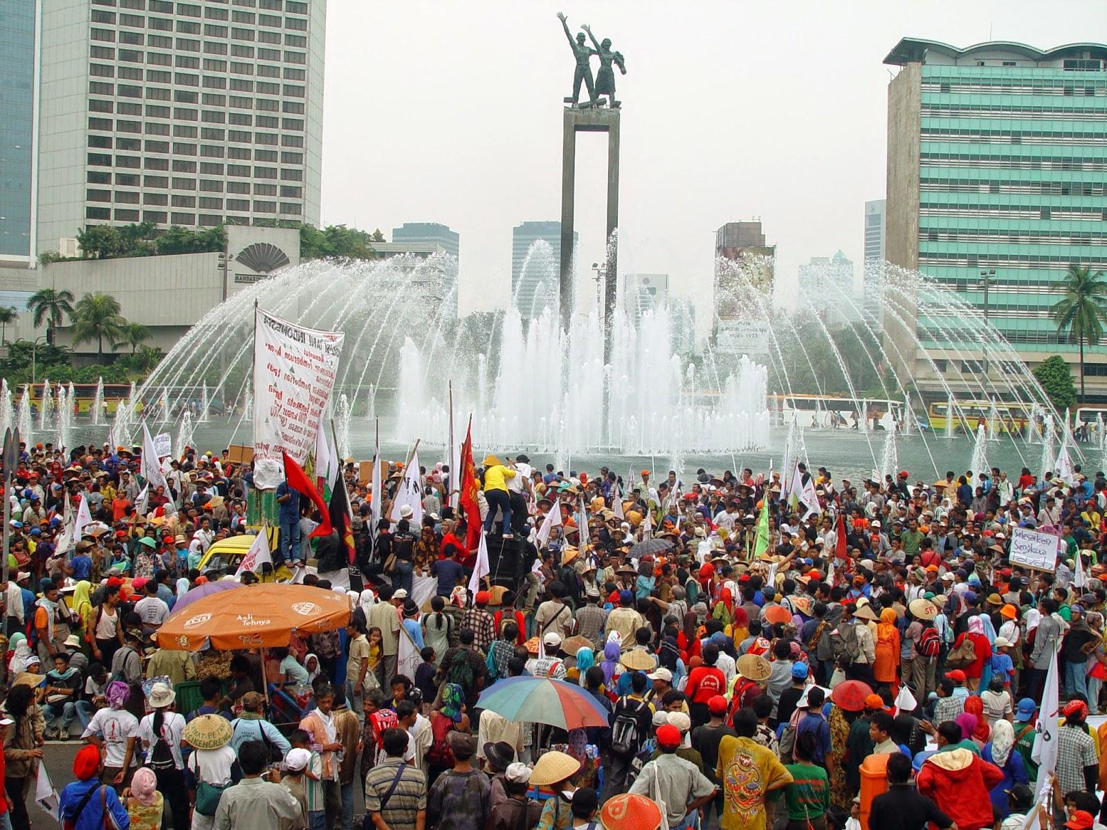 Ilustrasi penduduk Jakarta | Sumber: My Story