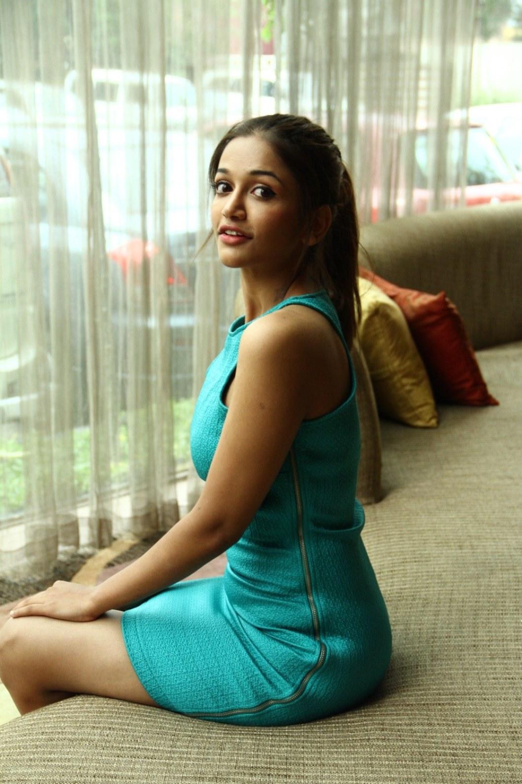 Tamil Actress Anaika Soti Hot Pics - Latest Tamil Actress -3303