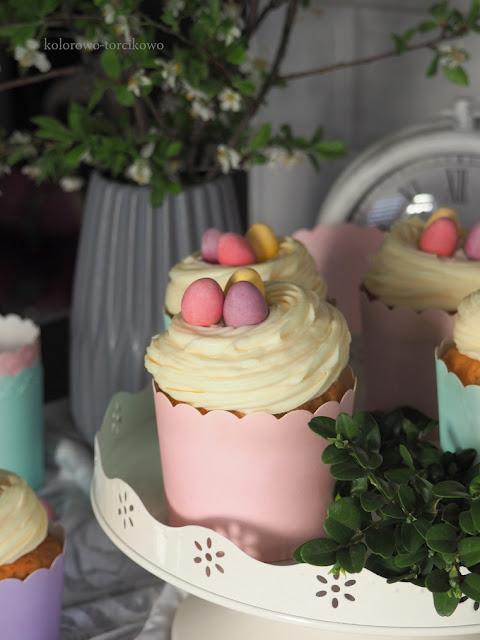 muffinki z kremem z białej czekolady