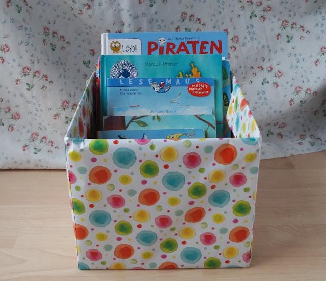 DIY: Bücherbox aus Windelkarton basteln (Eine einfache Idee). Die fertige Box müsst Ihr nur noch mit Kinderbüchern befüllen!