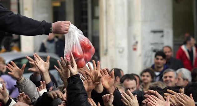 Αυτό είναι το κοντινό σου μέλλον νεοέλληνα - Σκηνές Βενεζουέλας στη Θεσσαλονίκη για λίγα τρόφιμα - ΒΙΝΤΕΟ