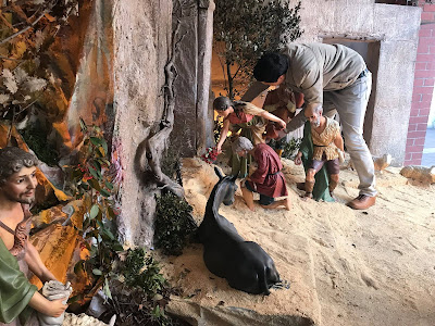 http://josemanyanet.wixsite.com/belenes/single-post/2017/12/12/El-Pesebre-recurso-nazareno-familiar-para-Navidad