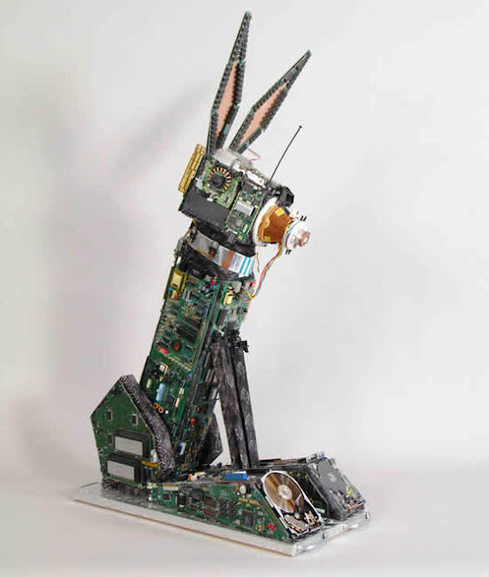 12 Amazing Creations Made From Computer Chips and Circuit