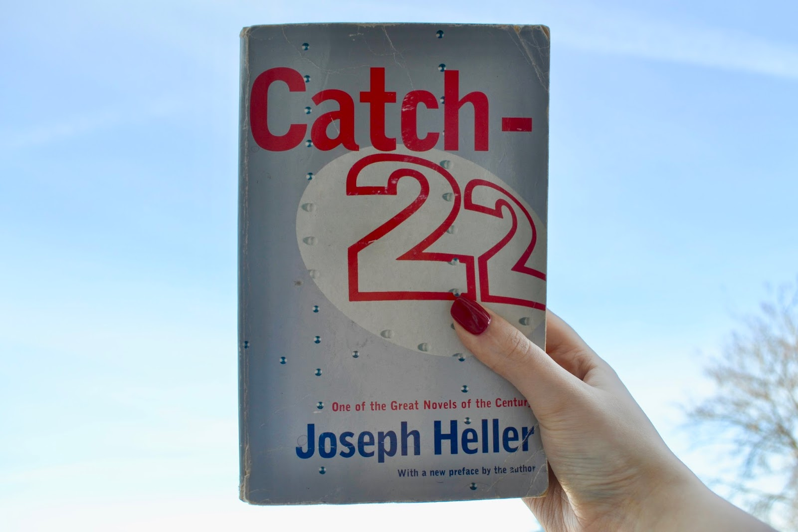 a summary of catch 22 by joseph heller Joseph heller - catch - 22 yossarian thought he was dead they put the texan in a bed in the middle of the ward, and it wasn't long bef ore he donated his views.