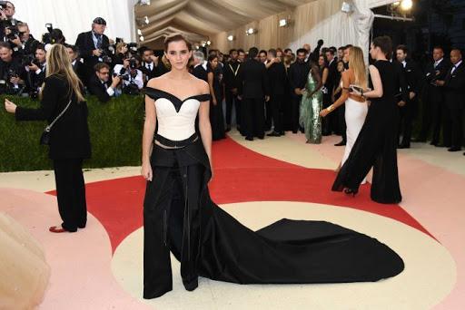 Emma Watson Memakai Gaun Terbuat dari Botol Plastik Daur Ulang di Met Gala 2016