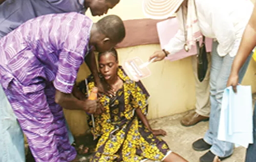 woman faints protesting husband abduction