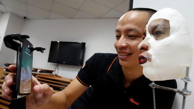 Mencoba buka FaceID iPhone X dengan topeng buatan Berita Terhangat Orang Vietnam Sukses Retas Face ID iPhone X Pakai Topeng
