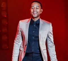 John Legend lança música Love Me Now