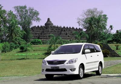 liburan-mobil-innova-di-Borobudur