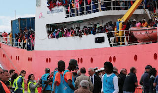Italy urges EU ports to take migrants as pressure builds