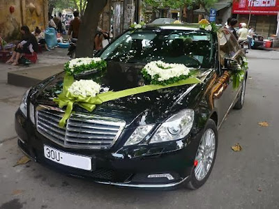 cho thuê xe đám cưới Mercedes E300 giá rẻ tại hà nội