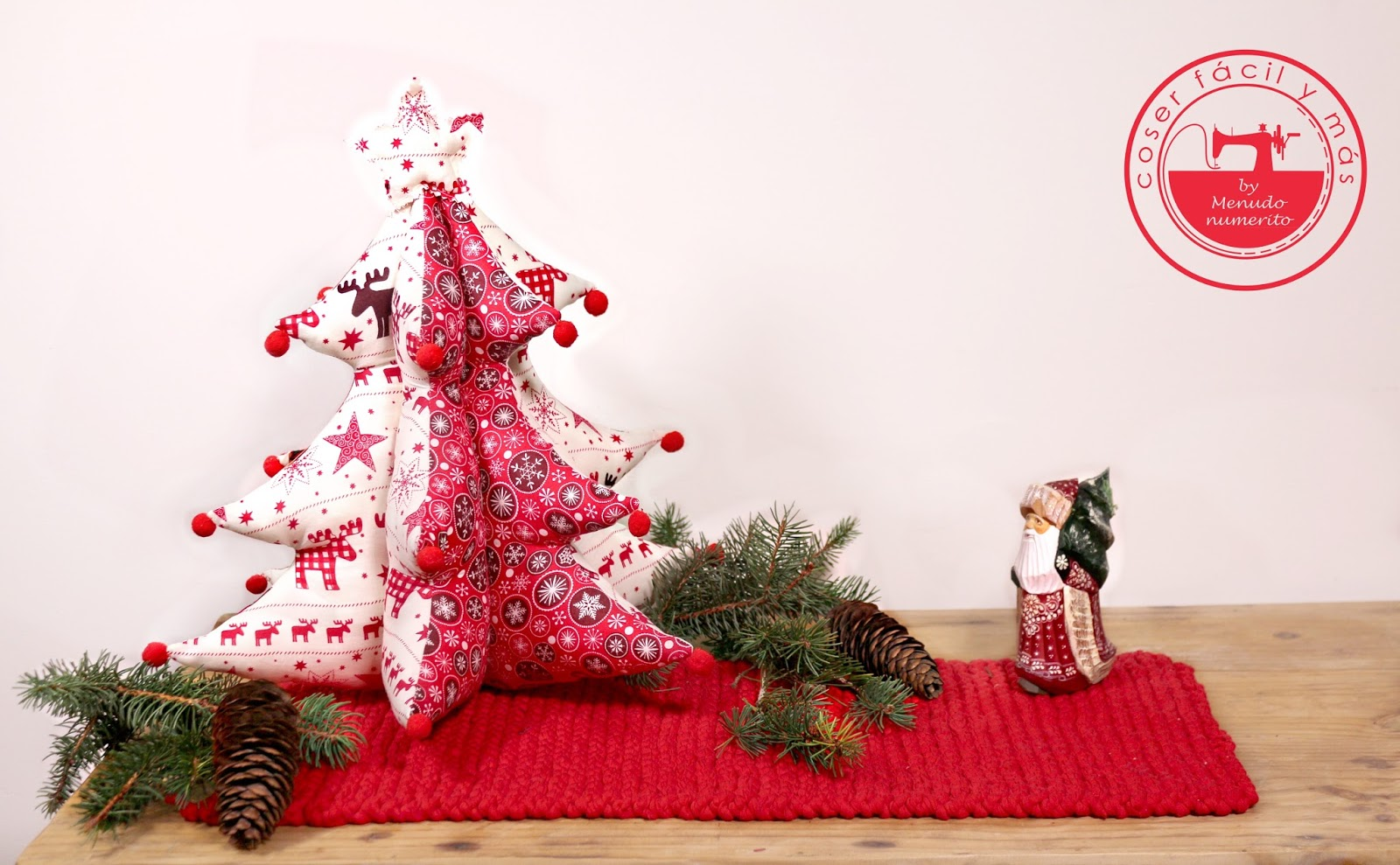 confeccionamos un rbol de navidad de tela combinando varios estampados he colgado el patrn el la web para que puedas descargarlo gratuitamente y hace - Arbol De Navidad De Tela