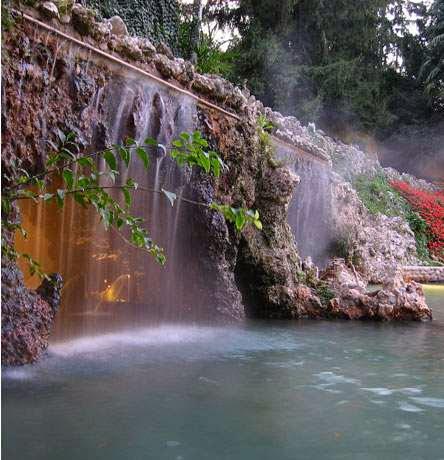 Parco Termale dei Cedri, ingresso grotta con idromassaggio