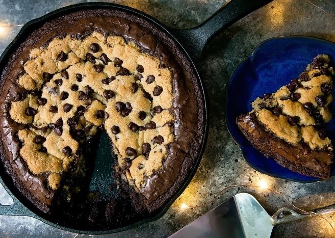 Deep Dish Chocolate Chip Cookie Skillet Brownie #brownies #desserts