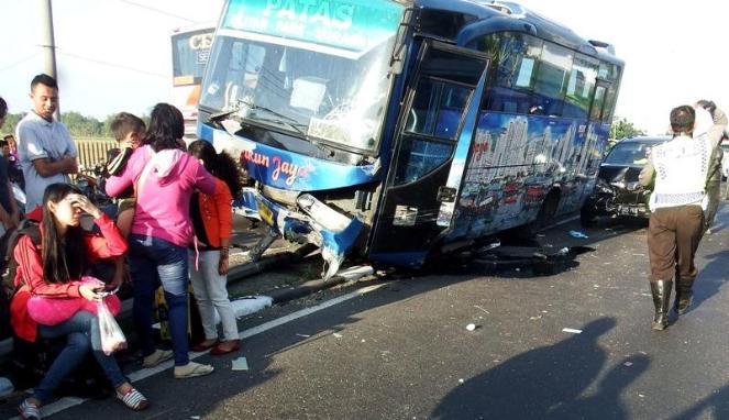 """Kecelakaan Lalu Lintas Bus"""