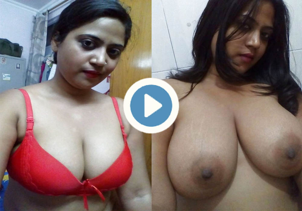 Mature Indian Aunty Showing her Huge Boobs